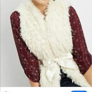 Maurices white faux fur vest with satin ribbon